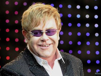 Elton John colpito da una grave infezione, ha rischiato di morire