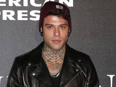 Fedez annuncia le date dell'instore tour per Paranoia Airlines