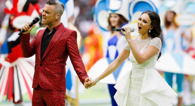 Ecco perché Robbie Williams ha fatto il dito medio ai mondiali!