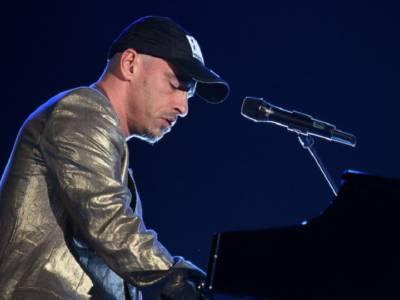 Eros Ramazzotti scalza Salmo dalla vetta della classifica degli album