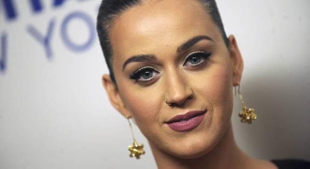 Katy Perry si è travestita da… albero di Natale!