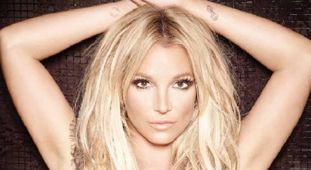 """Il padre di Britney Spears sta male, lei annulla il suo tour: """"Voglio stargli vicino"""""""
