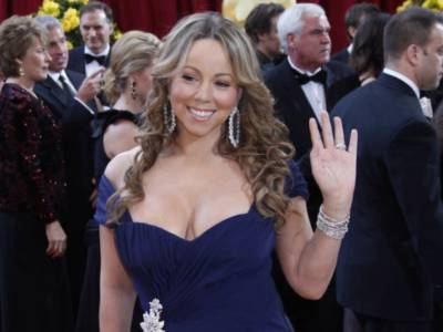 """Mariah Carey si vaccina e attacca gli hater no vax: """"Quello che pensano non mi interessa"""""""