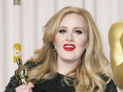 Adele: è suo l'album più venduto nel Regno Unito dal 2000 ad oggi