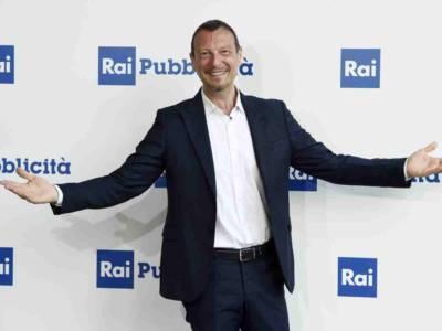 """Sanremo 2021, Amadeus: """"Elodie co-conduttrice, ospiti fissi Achille Lauro e Ibrahimovic"""""""