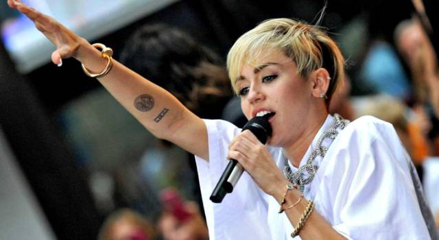 Miley Cyrus lancia un nuovo EP: ecco She is Coming