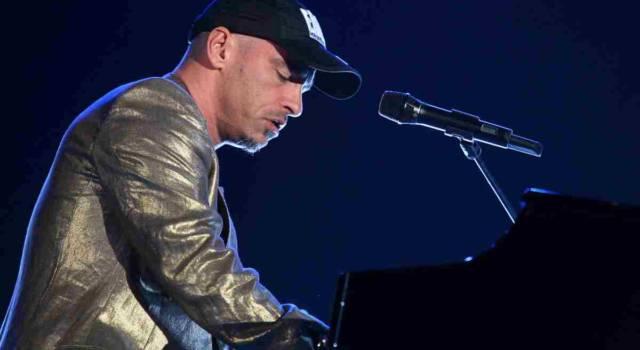 Eros Ramazzotti interrompe il tour per un problema alle corde vocali