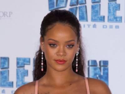 Rihanna in bikini lascia i fan senza parole: le foto