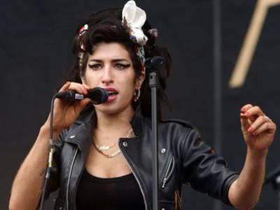 L'indimenticabile voce di Amy Winehouse in 5 splendide canzoni