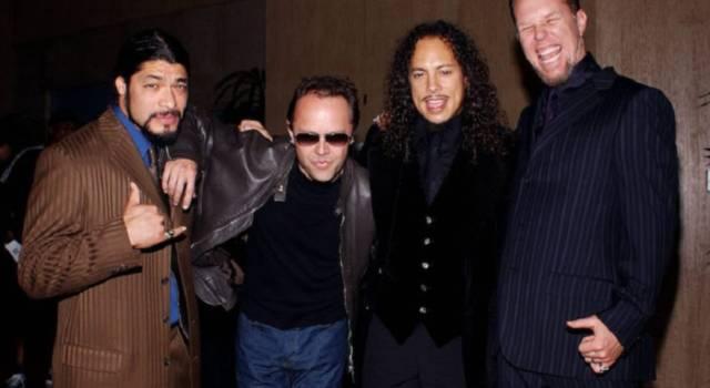 James Hetfield dei Metallica fuori dalla clinica di riabilitazione