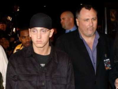 Eminem chiede scusa a Rihanna nella nuova canzone Zeus