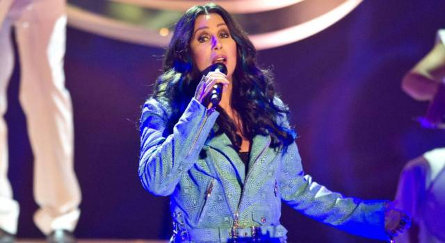 "La confessione shock di Cher: ""Un fan ha tentato di uccidermi!"""