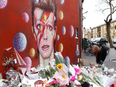 Londra, ospiti di una casa di riposo rifanno le copertine degli album più famosi