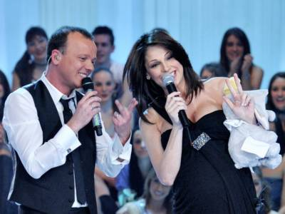 Anna Tatangelo e Gigi D'Alessio festeggiano la prima comunione del figlio