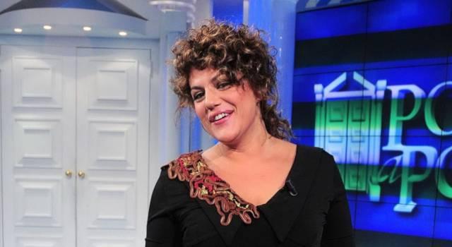 Manuela Villa sostiene l'esame di maturità a 54 anni!