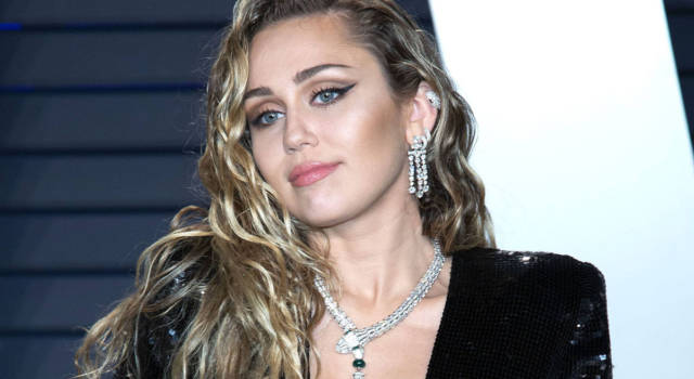 Miley Cyrus torna single: è finita la storia con Cody Simpson