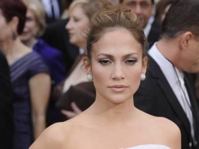 Jennifer Lopez vittima di body shaming: critiche sui social per la cellulite