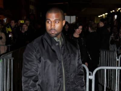 Kanye West fa pipì su un Grammy: l'incredibile video su Twitter