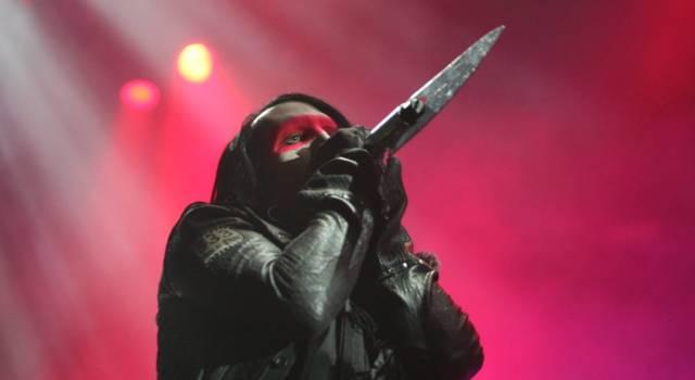"""Nuove accuse su Marilyn Manson: """"Voleva bruciarmi viva"""". Il cantante risponde sui social"""