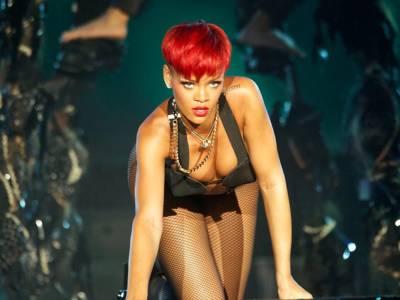 Rihanna osé con il ciondolo di Ganesh: bufera in India