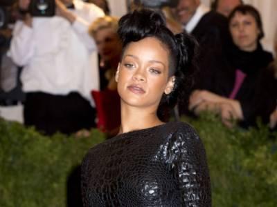 Rihanna chiude la sua casa di moda Fenty: ecco il motivo