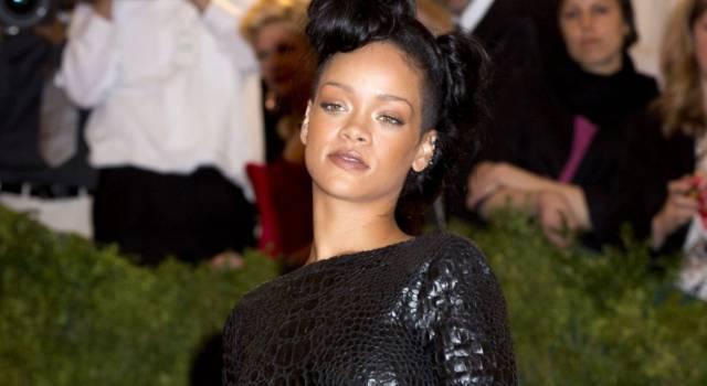 Incidente per Rihanna: la cantante è caduta da uno scooter elettrico