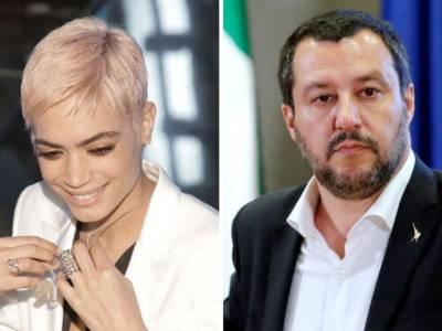 """Elodie attacca la Lega di Salvini, il partito risponde su Twitter: """"Non la pensi come lei? Sei ignorante"""""""