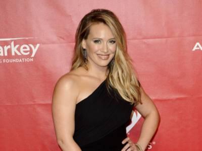 Hilary Duff è incinta: la cantante sarà mamma per la terza volta