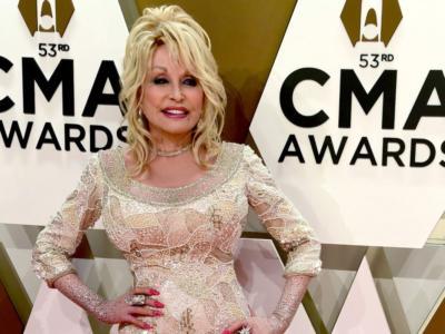 Dolly Parton coniglietta di Playboy a 75 anni per fare un regalo al marito