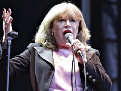 """Il dramma di Marianne Faithfull: """"Dopo il Covid rischio di non poter più cantare"""""""