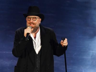 Mario Biondi invita a boicottare le radio: pioggia di critiche per il cantante