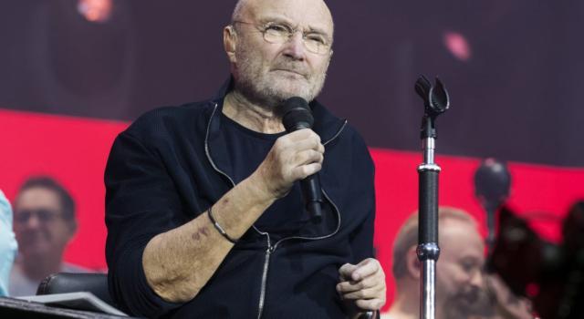 """Phil Collins, l'ex moglie lo attacca: """"Non si lava e puzza"""""""